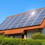 Panourile solare stau mai bine pe un acoperiş din ţiglă metalică