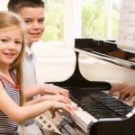 De ce să îți trimiți copilul la cursuri de pian – scoalaarmonia.ro