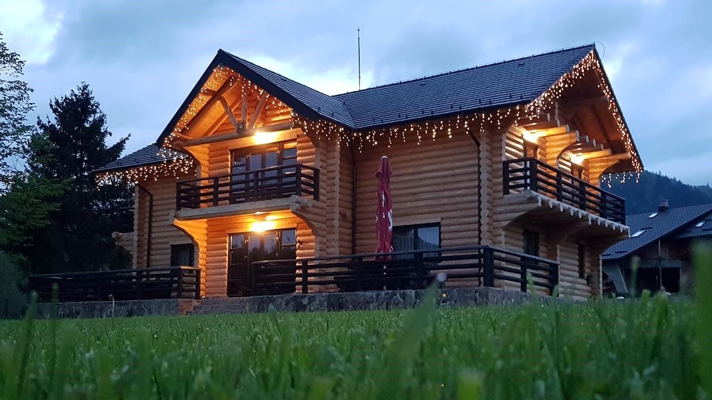 cabana din bustean lemn rotund Casa Padurarului
